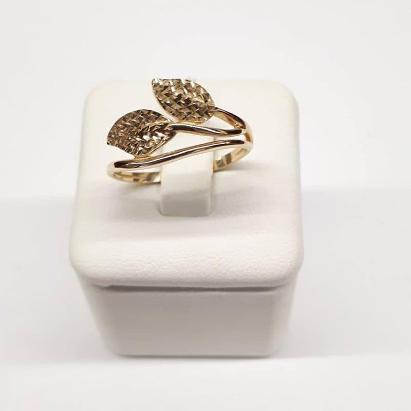 Złoty pierścionek LISTKI